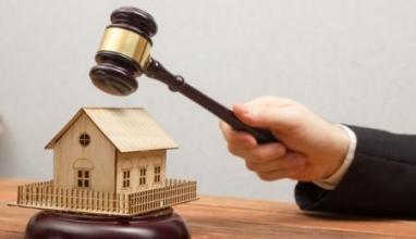 Impignorabilità di immobili abusivi acquisiti al Comune